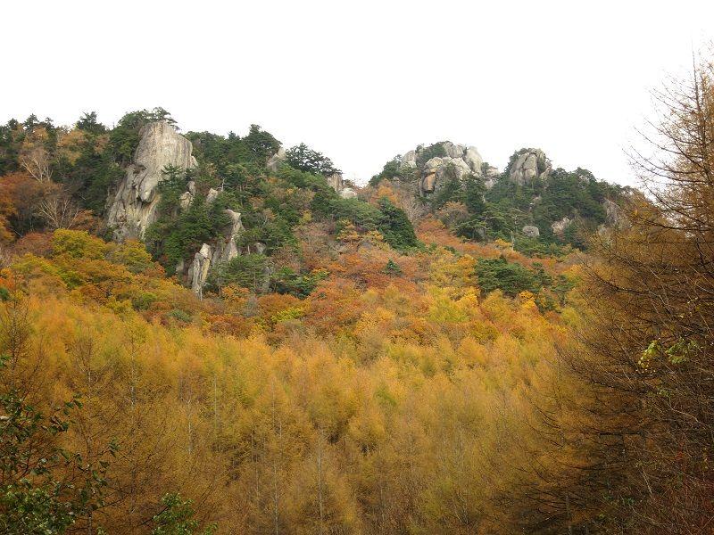 増冨温泉付近の山々
