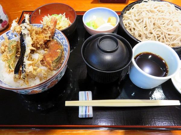 ざる蕎麦と天丼のセット(蕎麦大盛り)で、お値段1,328円(税込)