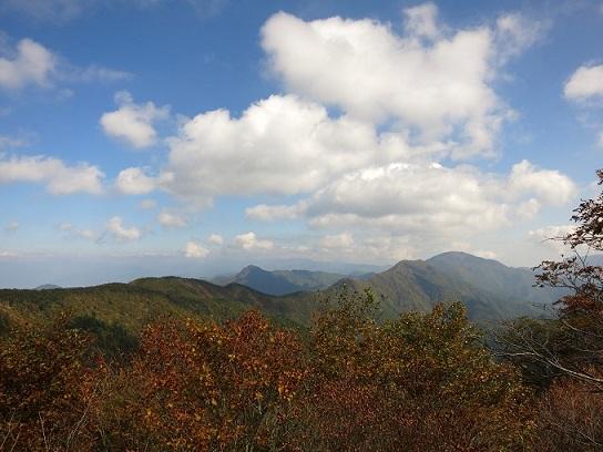御坂黒岳へ続く稜線