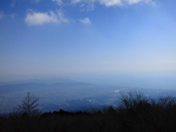 明神ヶ岳の山頂から相模湾景色