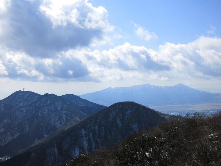 金時山の山頂からの愛鷹山景色