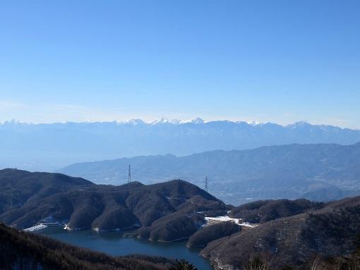 天狗棚山からの大菩薩湖と南アルプスの風景