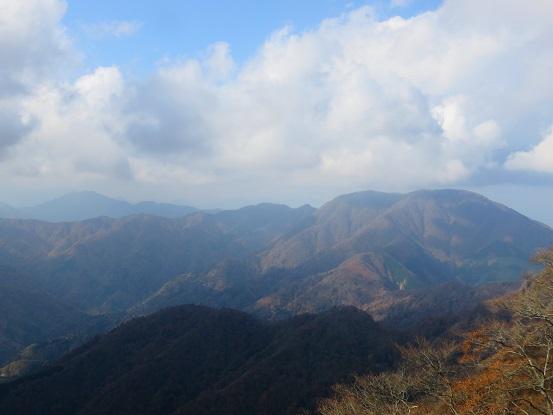 大室山方面の紅葉