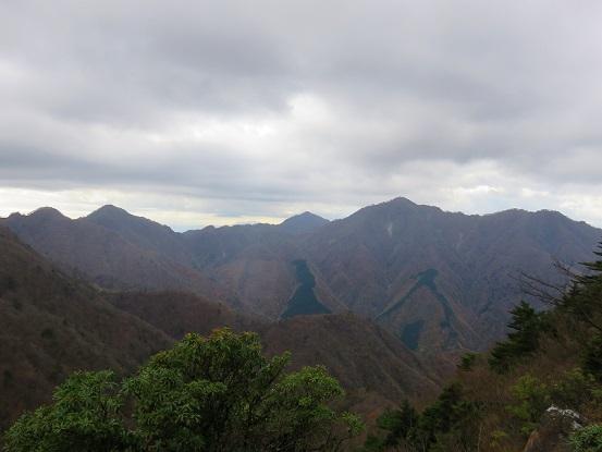 袖平山周辺から丹沢山塊の景色