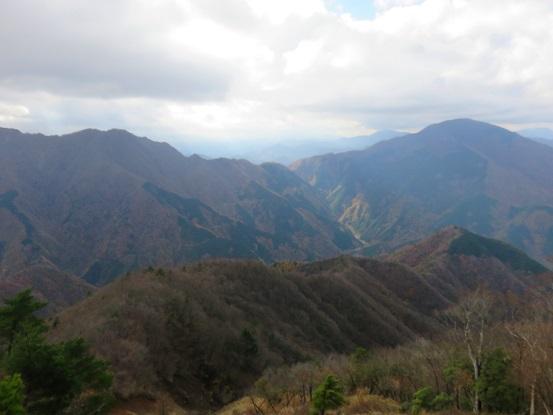丹沢三大急登の1つである風巻尾根景色