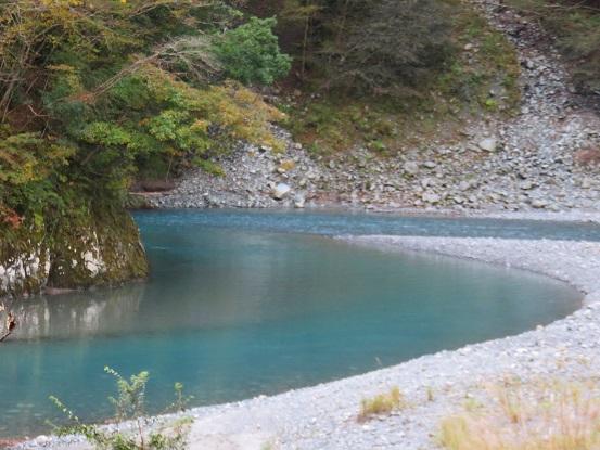 ブルーな川の眺め
