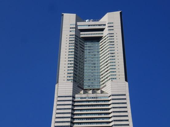 ランドマークタワーの高さは296m