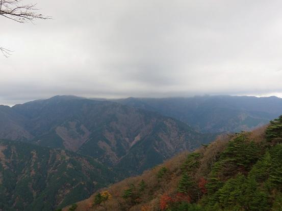 塔ノ岳・丹沢山の山頂付近