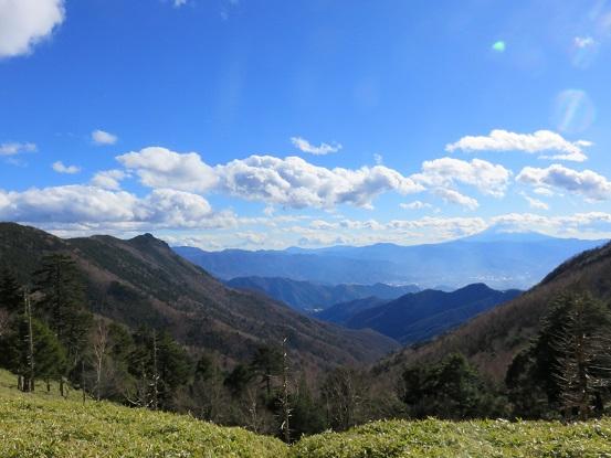 大ダオ右手に富士山、左手に乾徳山