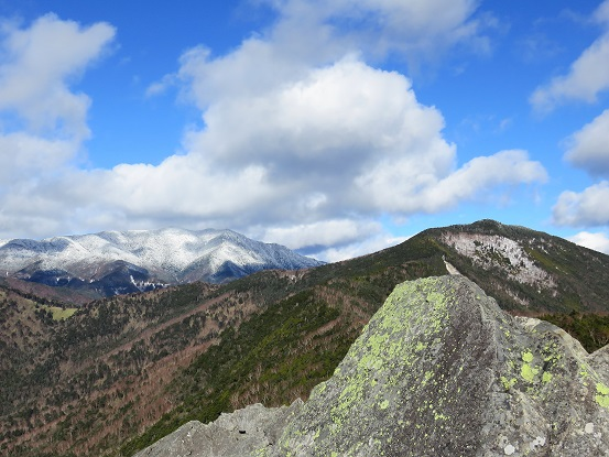 乾徳山山頂からの眺め