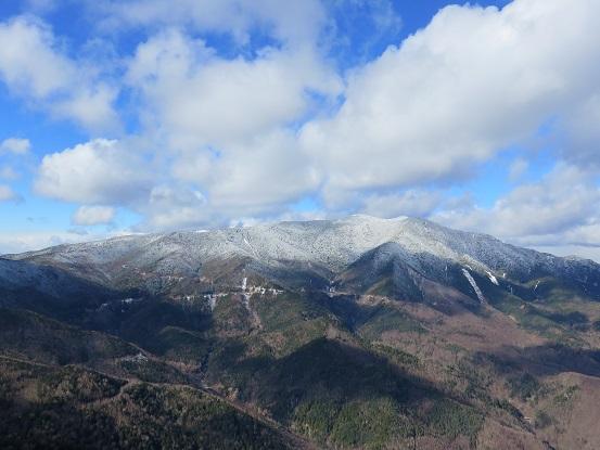 黒金山の山頂からの北奥千丈岳の展望