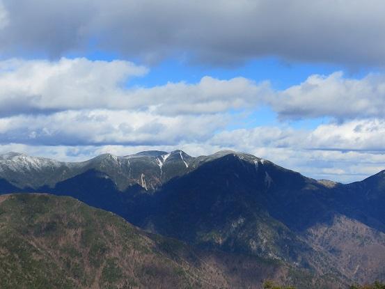 黒金山から木賊山と甲武信ヶ岳景色