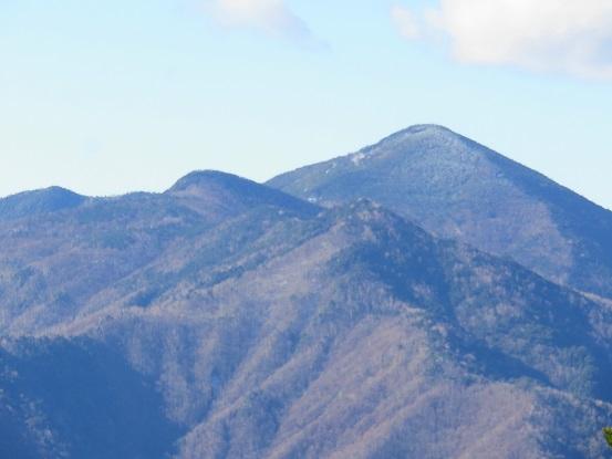 雁坂峠方面から見る黒金山
