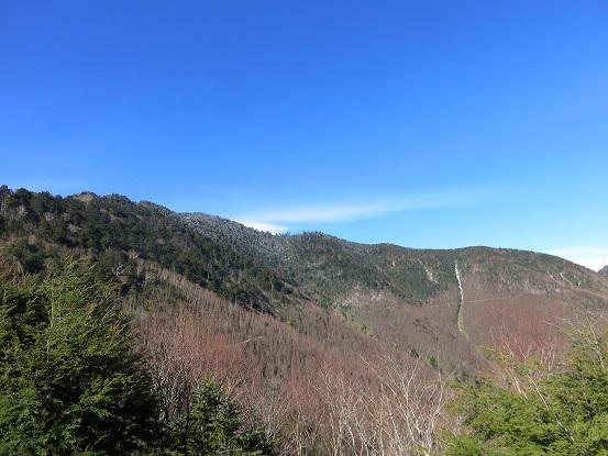 雁坂小屋からの雁坂嶺の景色