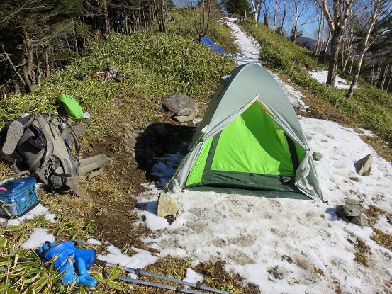 雁坂小屋のテント場の様子
