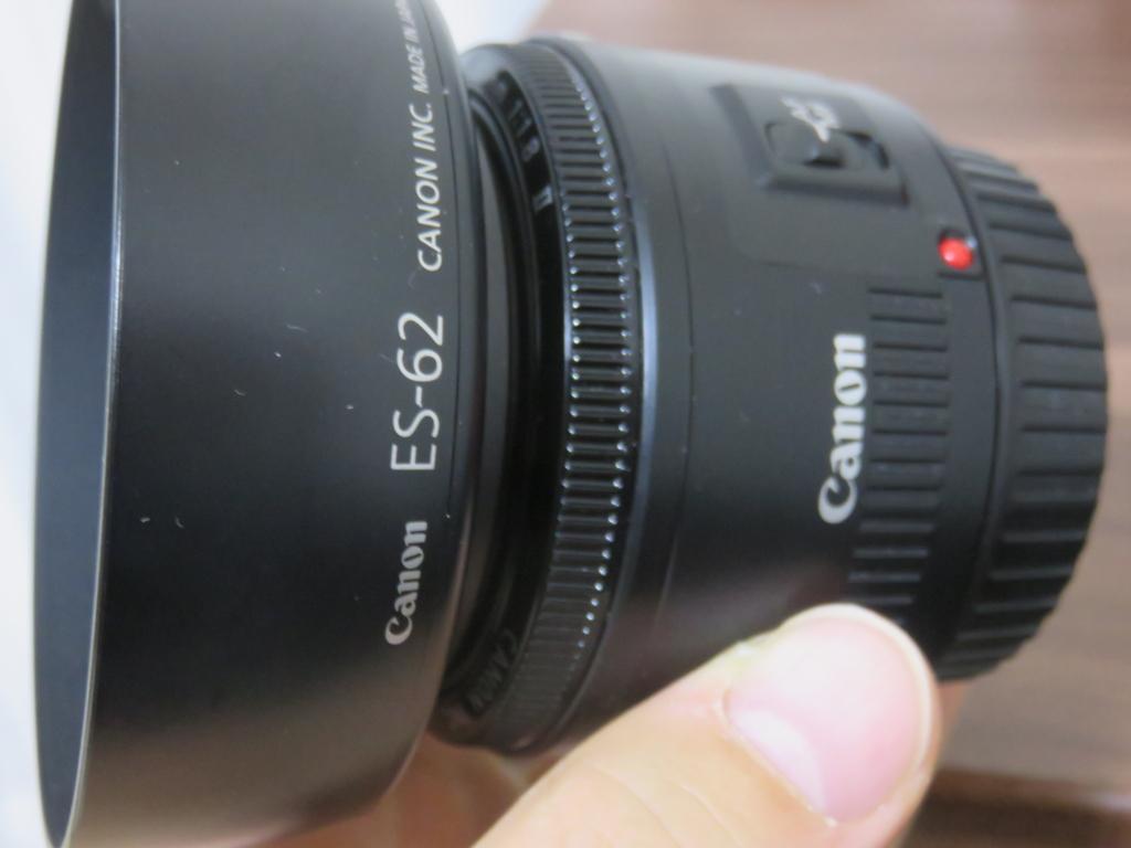 単焦点レンズ EF50mm F1.8レンズフード