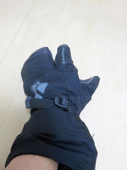 手首の動きに邪魔にならない冬用登山手袋