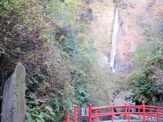 名瀑百選に選ばれている洒水の滝