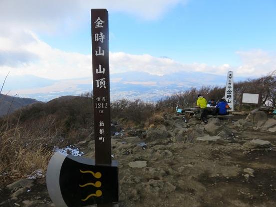 金時山の山頂にマサカリ