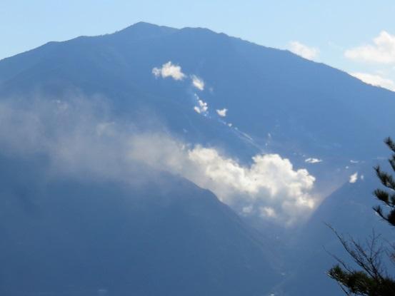 神山と大涌谷