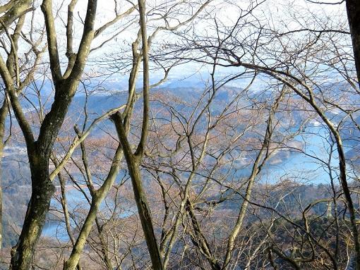 栂立ノ頭から宮ヶ瀬湖