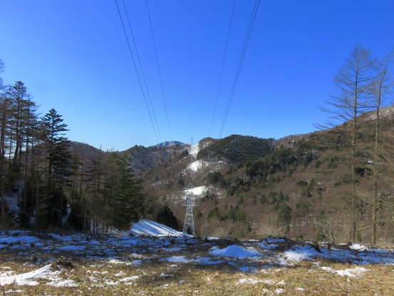 鉄塔の下登山道