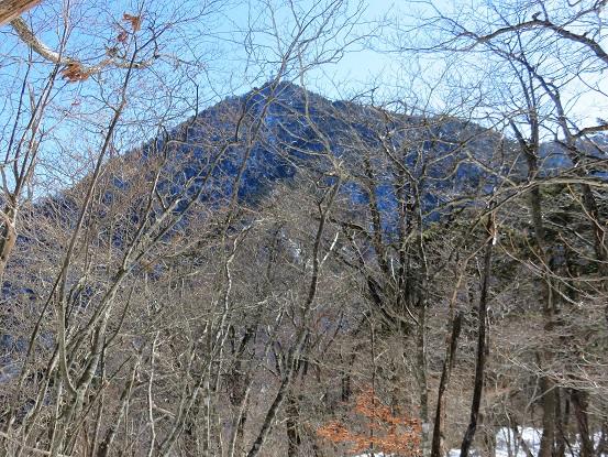 三ッ峠山が大きく見えてきます
