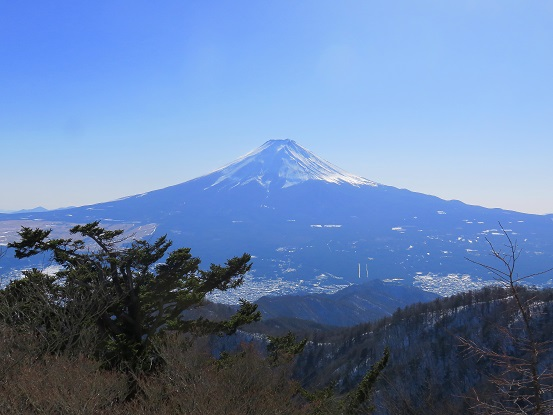 ッ峠山の開運山から見る富士山