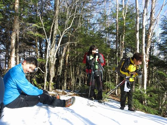 二瀬尾根から和名倉山を目指し進んでいくとルート上に雪