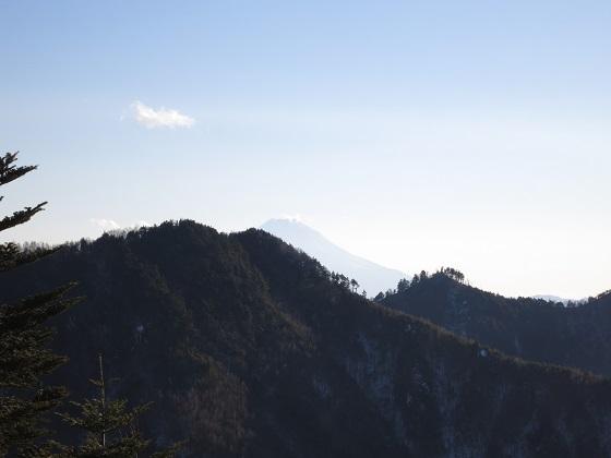 山の隙間から富士山景色
