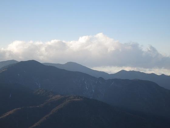 和名倉山方面から見る奥秩父の山並み