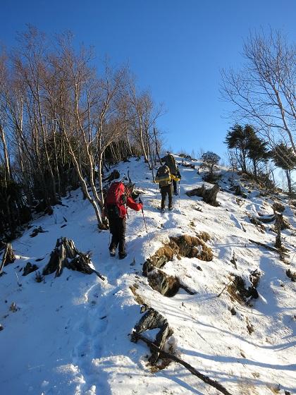 吹上ノ頭まで雪深い登山道