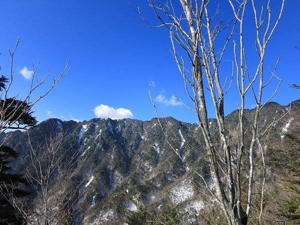 徳ちゃん新道から鶏冠山景色