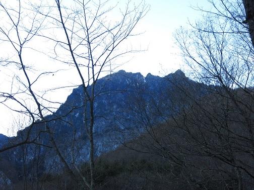 近丸新道鶏冠山がよく見える箇所