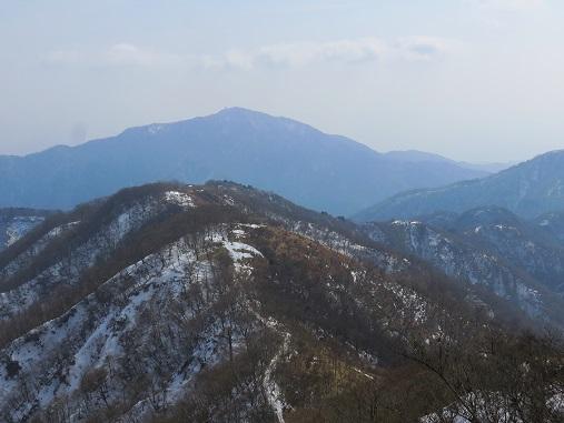 塔ノ岳から見た大山と丹沢表尾根