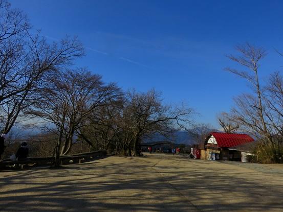 >高尾山の山頂の様子