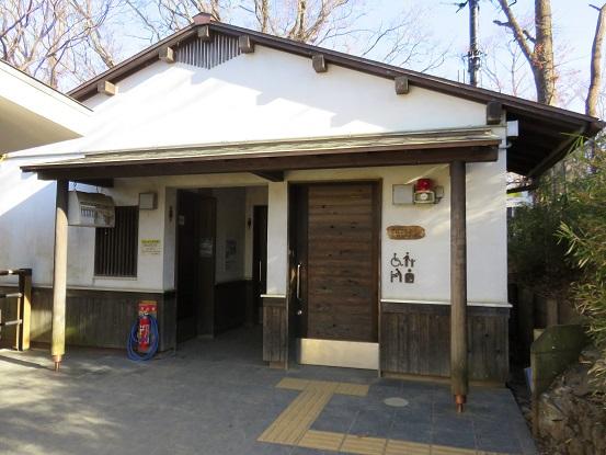 高尾山山頂付近のトイレ