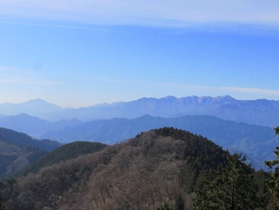 城山から見る丹沢山塊