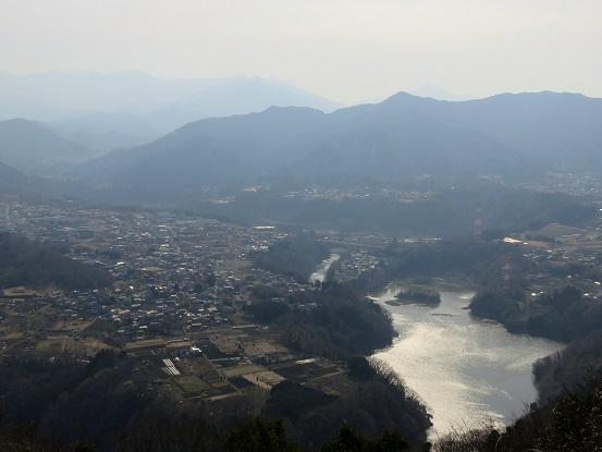 南高尾山稜と津久井湖
