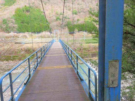 吊橋が見えてきます