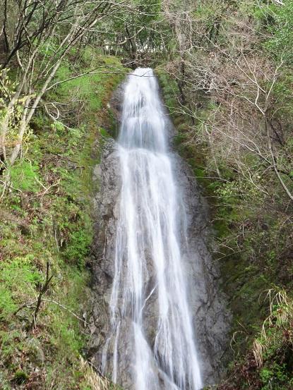 滝の水量も多く