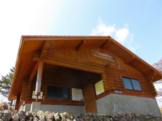 雲取山避難小屋で寝てしまおうか
