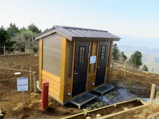 三ノ塔の山頂にできたトイレ