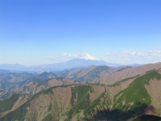 富士山の周辺に雲