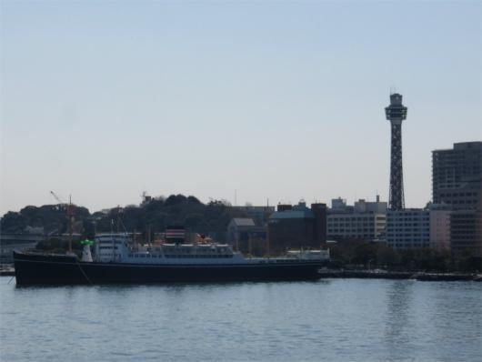 横浜大桟橋からのマリンタワー