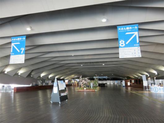 横浜大桟橋の内部