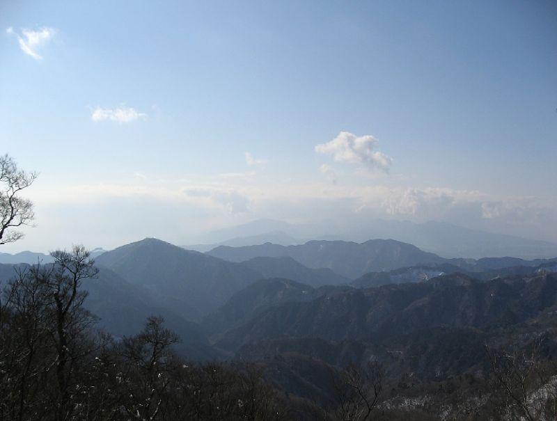 甲相国境尾根から屏風岩山と大野山