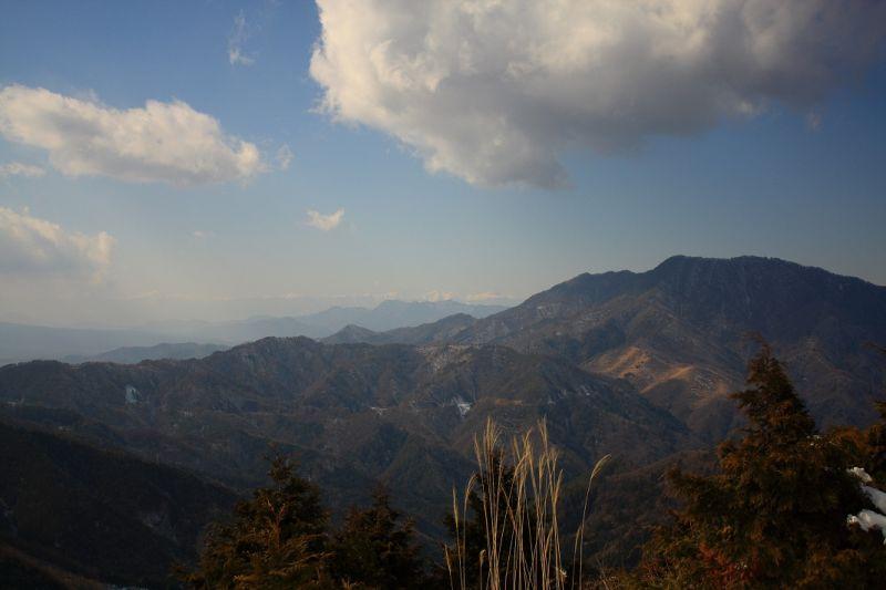 御正体山から杓子山方面の景色