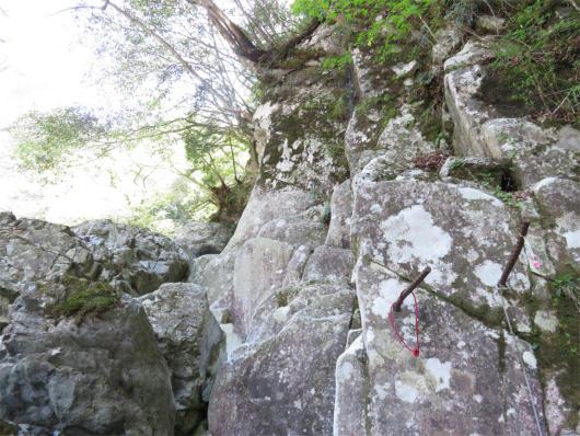 鉄杭と岩登り