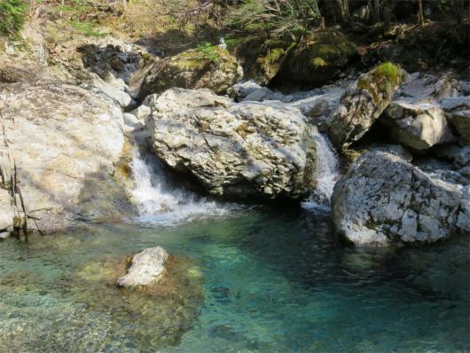 双門の滝の上流部
